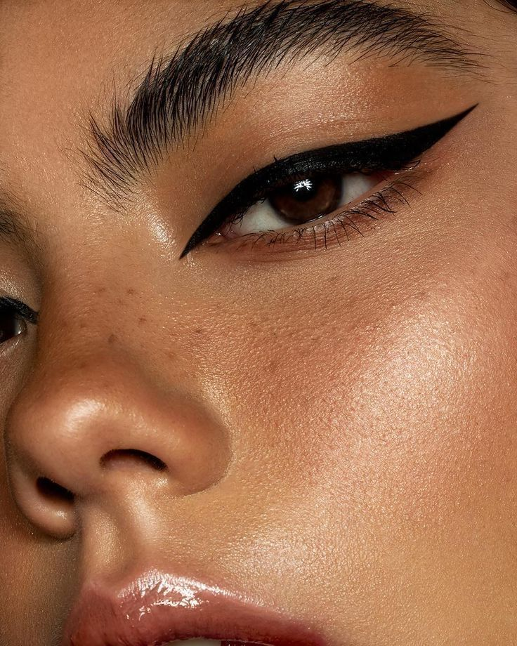 The Best Eyeliner for Eyelash Extensions: 8 Oil-Free Eyeliners You Need | I AM & CO®