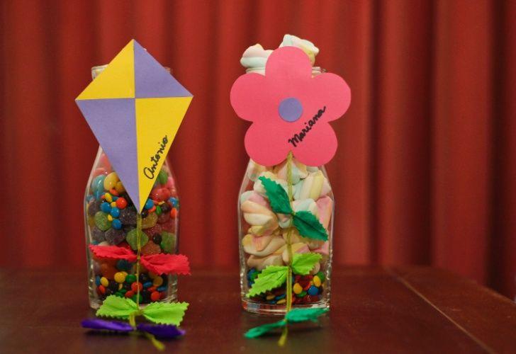 Enfeite De Festa ~ Aprenda a fazer um enfeite de mesa para decorar festas infantis Mesas, Album e Ems