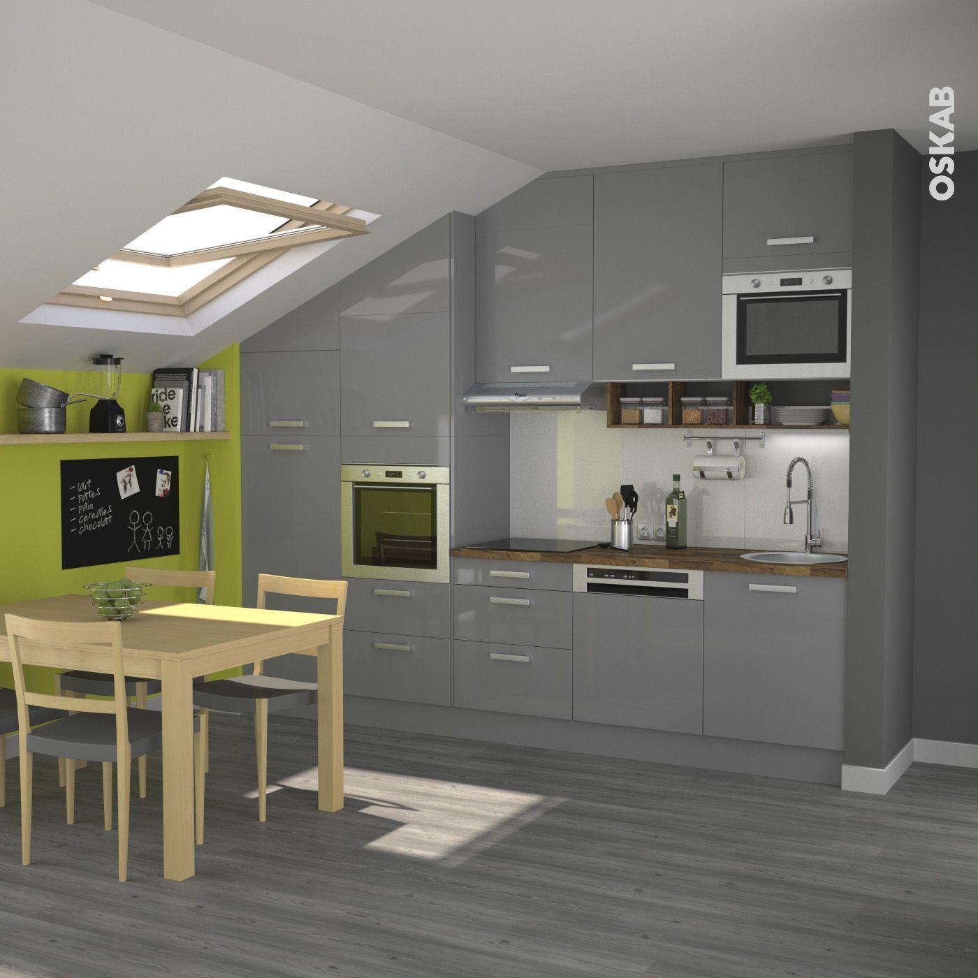 Cuisine rustique grise au style r tro meubles gris et brillants mur vert vif parquet en bois - Meuble plan travail cuisine ...
