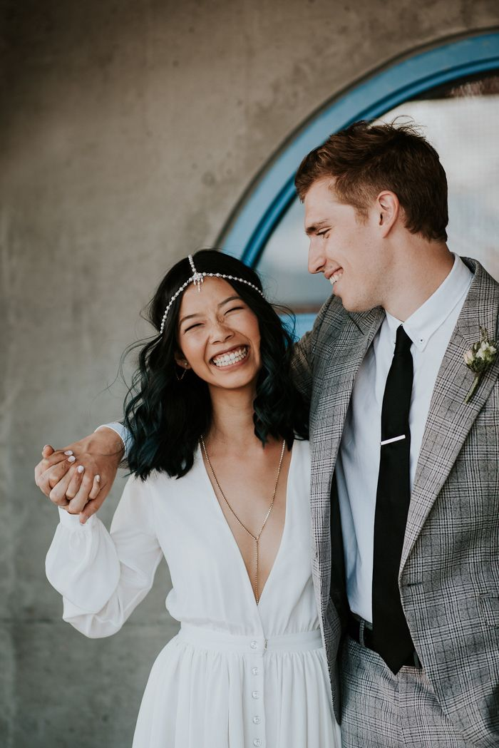 70s Inspired Vancouver Wedding at The Permanent | Paarshooting und ...