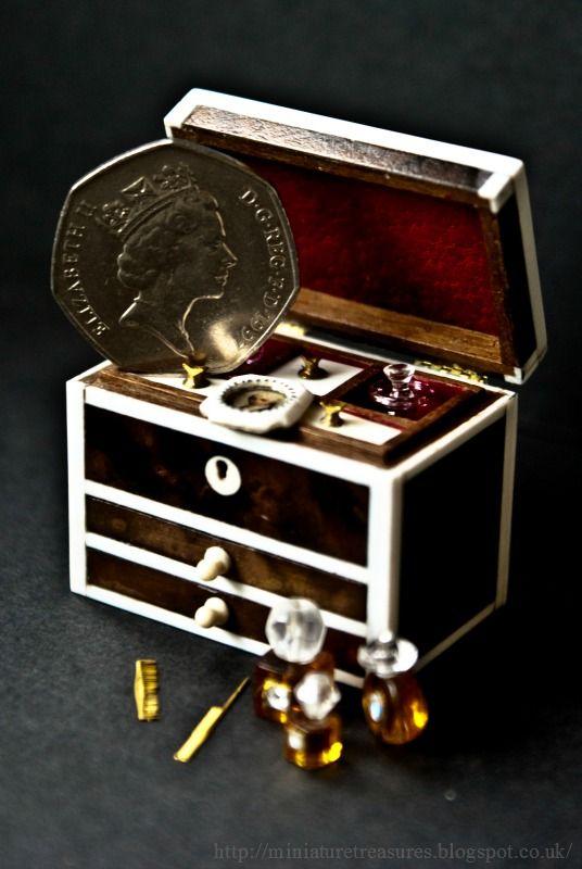 Miniature Treasures - Ladies dressing box
