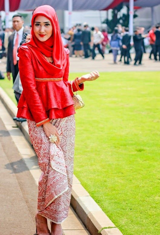 Dian Pelangi Dengan Kebaya Muslim Modern Nya Simple Dress Muslim