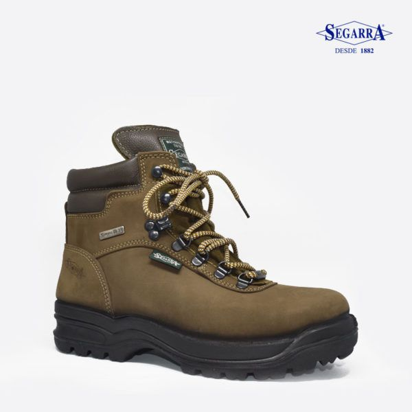 Las botas de Calzados Segarra modelo 4001 kaky para hombre son un modelo  técnico, pensado para mochileros, que ofrecen soporte, confort y tracción.