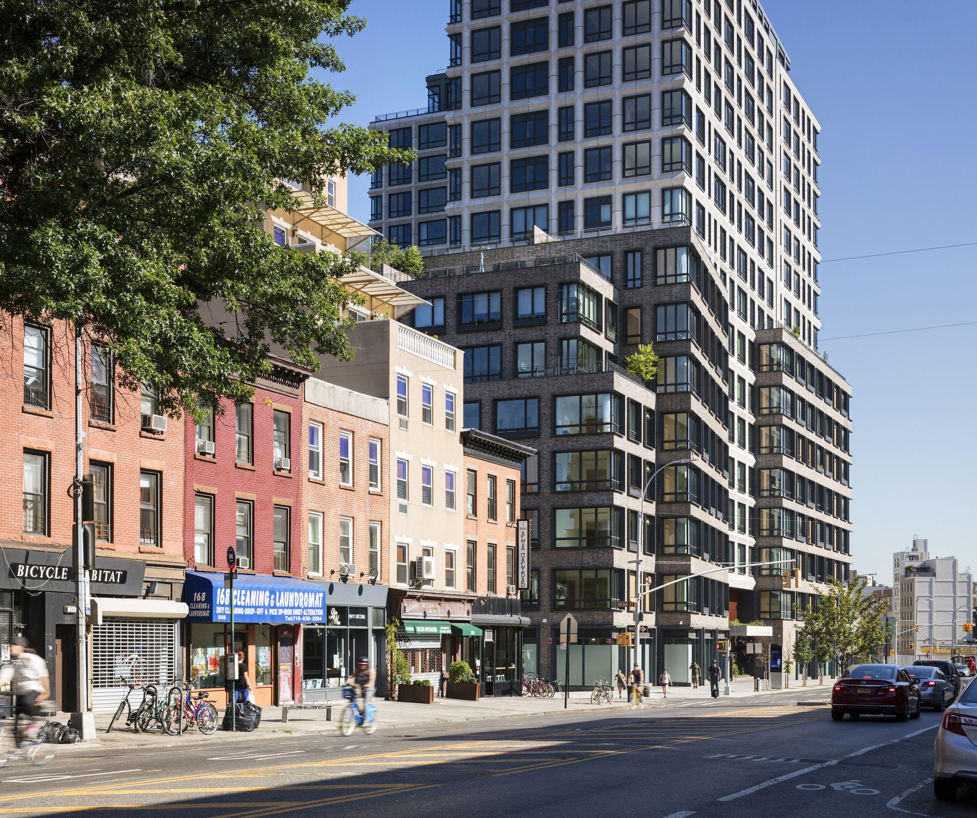 550 Vanderbilt Apartments / COOKFOX Architects