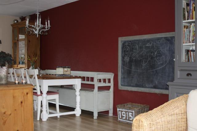 Binnenkijken in interieur woonkamer ons interieur is for Landelijke kleuren interieur