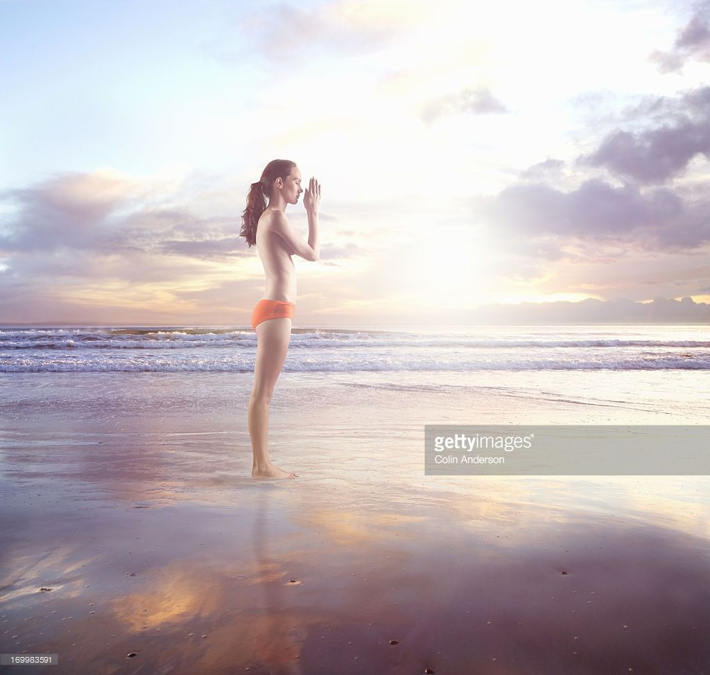 woman on a beach meditating plage fille nue pinterest fille nue plage et nus. Black Bedroom Furniture Sets. Home Design Ideas
