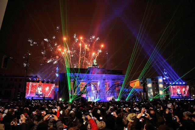 Silvester Am Brandenburger Tor New Year S Eve At Brandenburg Gate Amazing Destinations New Years Eve Brandenburg Gate