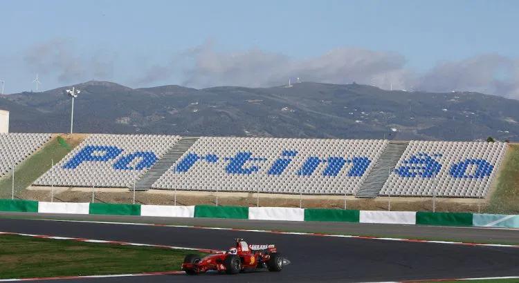 Le Portugal Autorise Le Public A Assister Au Grand Prix De F1 Sur Le Circuit De Portimao F1actu 25 07 2020 Les Spectateurs Sont En 2020 Grand Prix Portugal Public