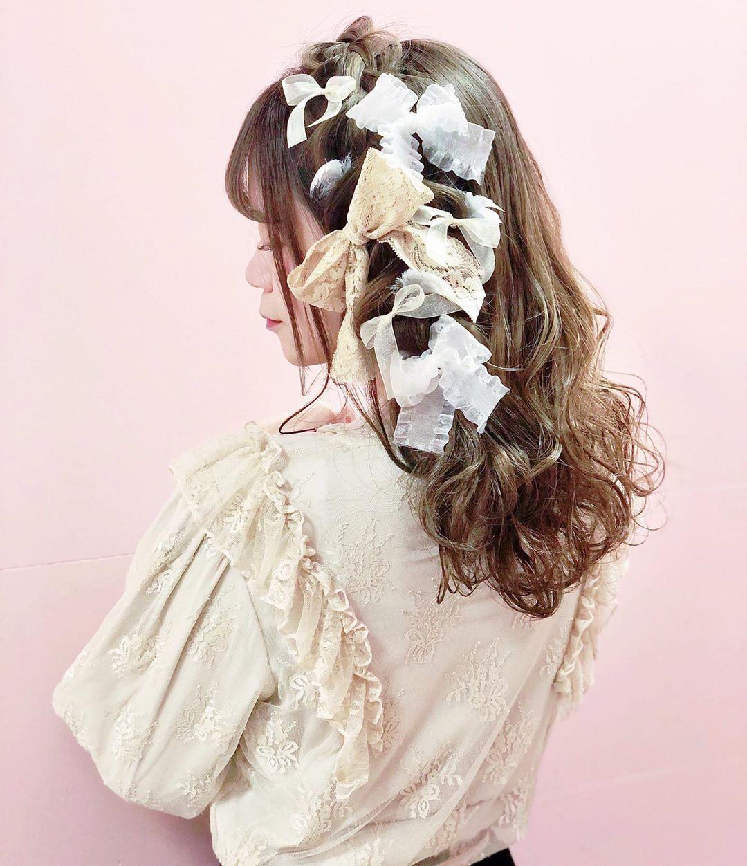 夏山 有紗/セルフアレンジ/ボブアレンジ🧸❤︎はInstagramを利用しています:「リボンをたくさんあしらった編み込みアレンジ❤︎ #美容学生 #作品撮り #ありちゃりへあー #kawaiiがーる🎀」