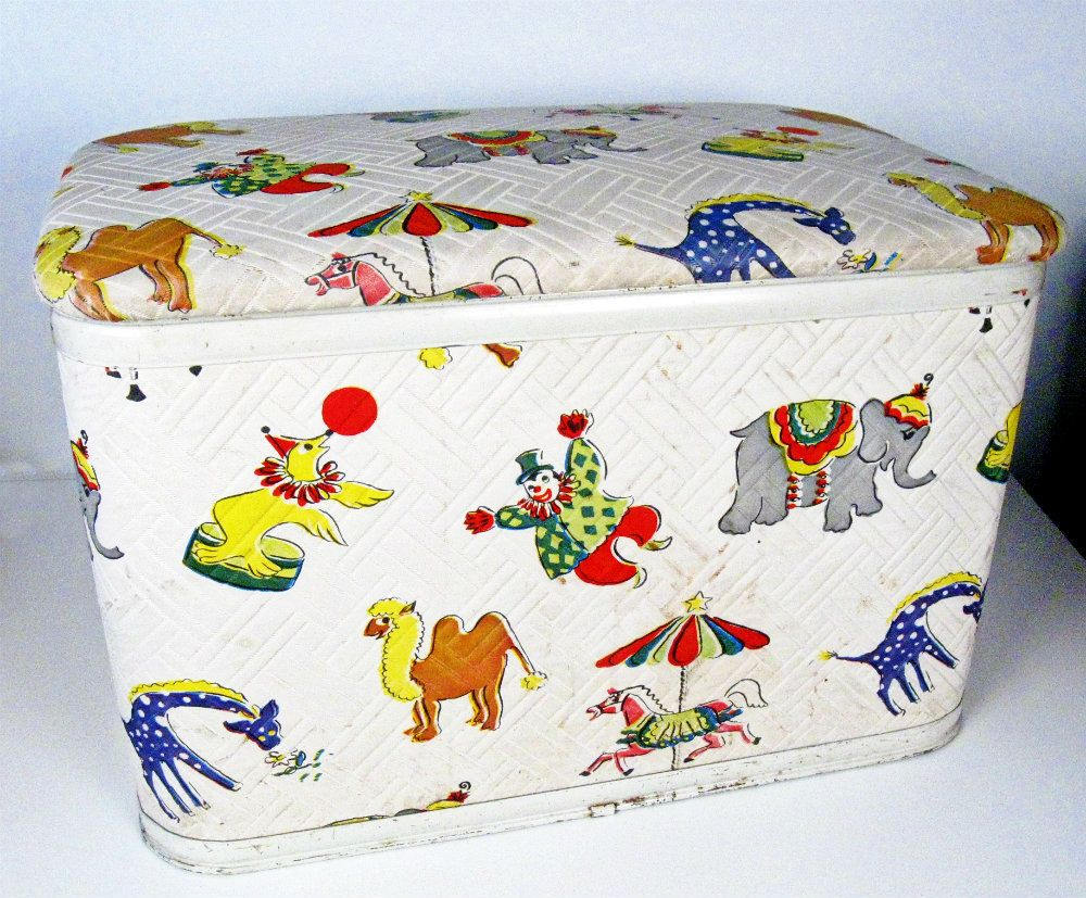 vintage circus theme toy box - Gay Time Pearlwick - nursery room ...