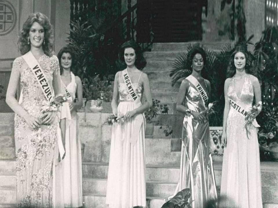 Miss Venezuela CRISTAL MONTAÑEZ en su Desfile en Traje de Gala del Top 10 del Miss Universo 1977..