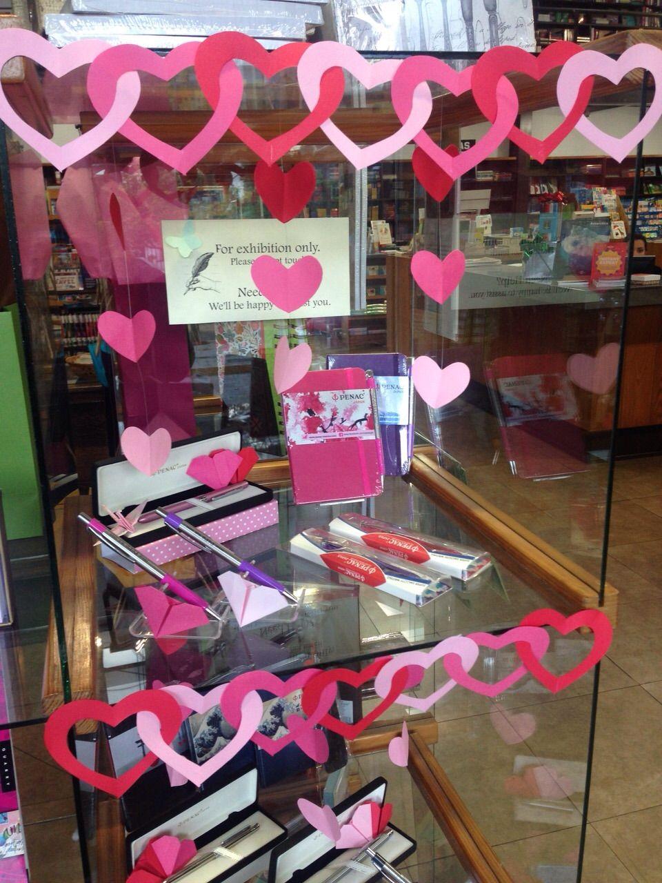 Decoraci n sandi bookstore d a del amor y de la amistad for Puertas decoradas del 14 de febrero