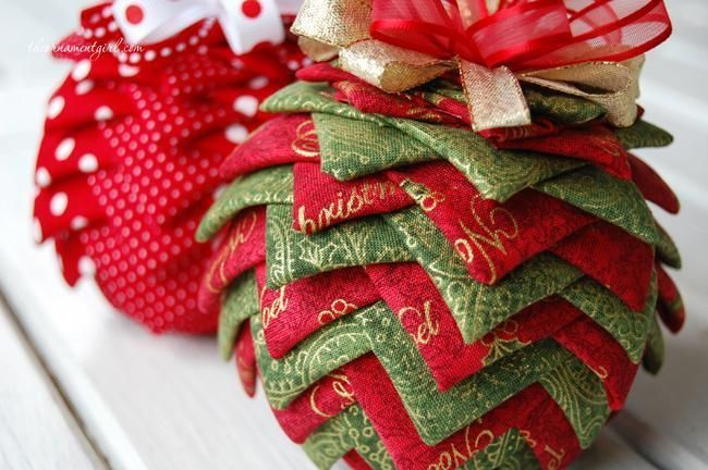 'Tis the season for sewing up some quilted Christmas ornaments to adorn  your tree or give as gifts. Here are six simple patterns to stitch up this  season. - Tis The Season For Sewing Up Some Quilted Christmas Ornaments To