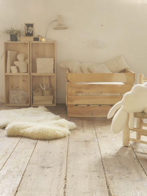 Touches de bois dans une chambre d\'enfant | Berceau, Cubes et ...