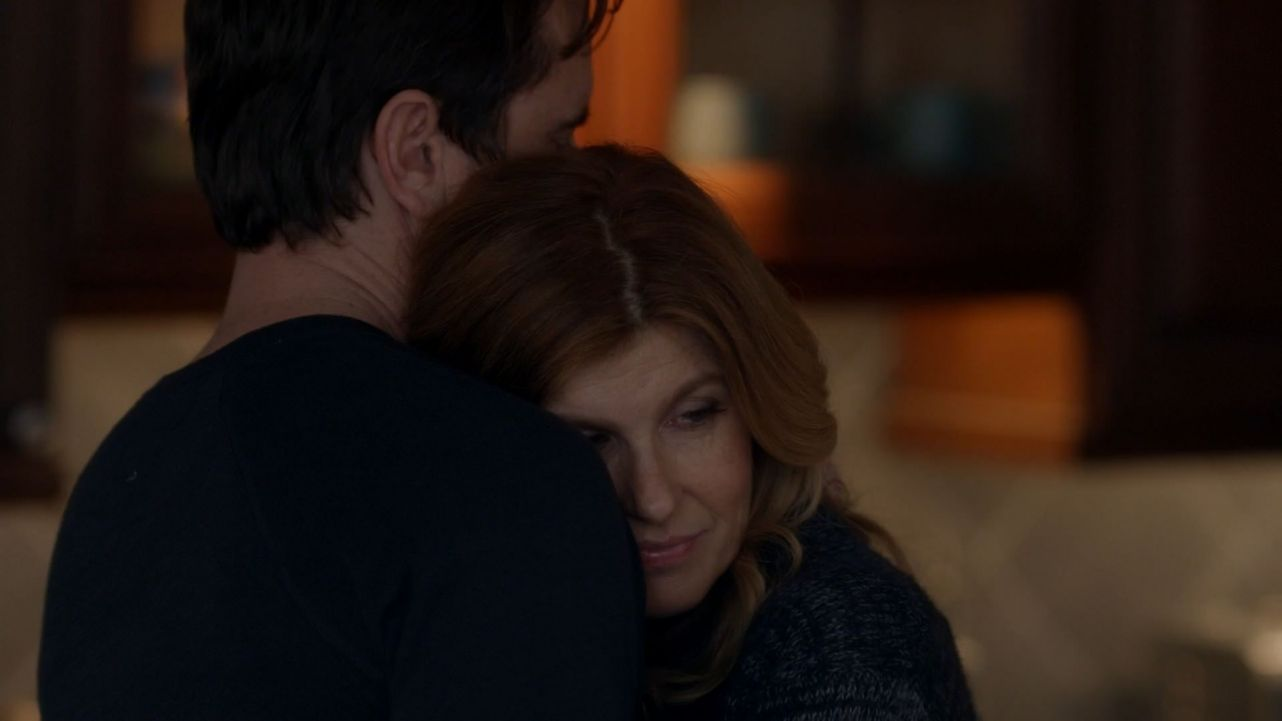 3x17 Deacon hugging Rayna