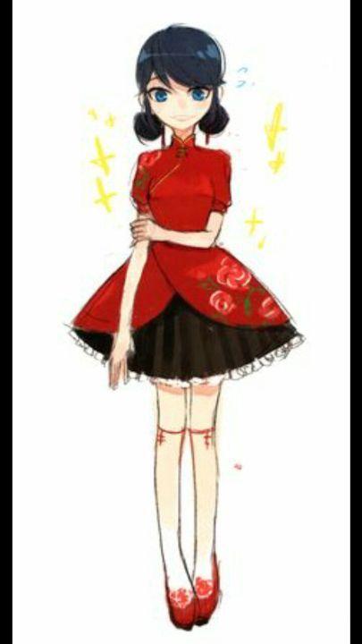 Marinette se arreglo para su cita con Adrien y se tranformo para ir a la torre Eiffel, llegando a la punta quito su tranformacion dejando ver un vestido rojo con negro y zapatos rojos