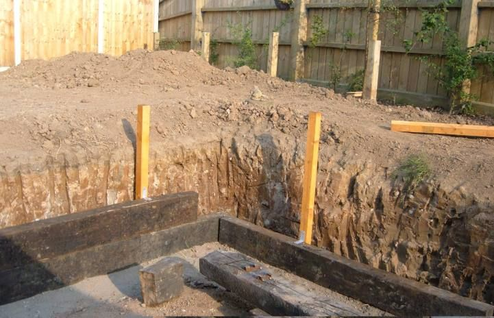 how to build wood retaining wall using rebar to strengthen