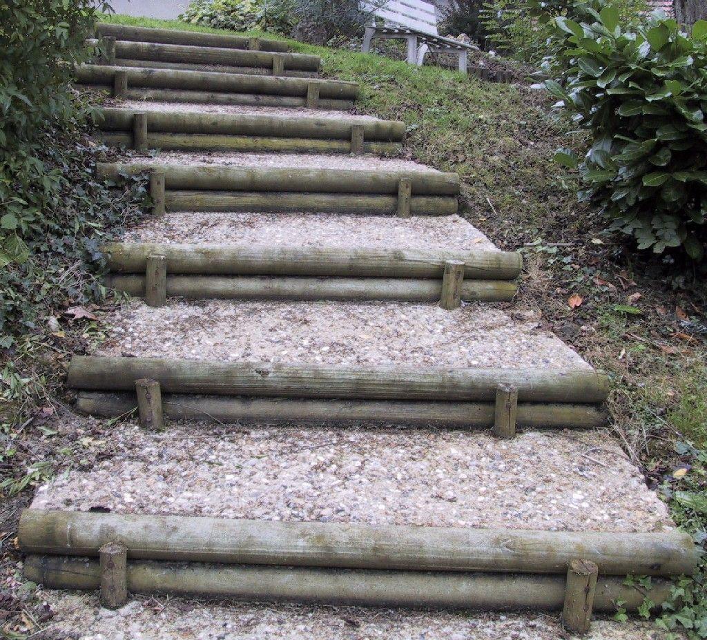 Ma onnerie paysag re jardin en pente sloping garden for Escalier en bois jardin