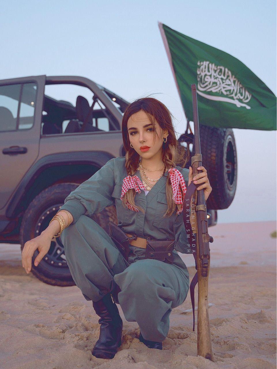 Saudi Arabia Girl Saudi Girls Women Saudiarabia السعودية بنات In 2021 Girl Photo Poses Cute Summer Wallpapers Cute Friend Pictures
