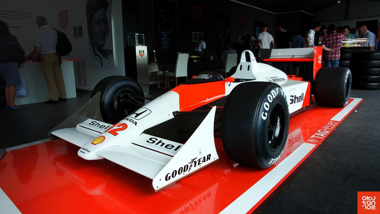 #Honda #MP4/4 Tag Heuer mettait en avant les liens qui l'unissaient à la Formule 1, avec cette MP4/4 équipée d'un V6 bi-turbo Honda, développant 650 ch pour une cylindrée d'à peine 1,5 litre ! Conçue par Gordon Murray et Steve Nichols, cette voiture a remporté 15 des 16 manches du championnat 1988... https://www.facebook.com/pages/Okutan102/673315739461466?sk=timeline