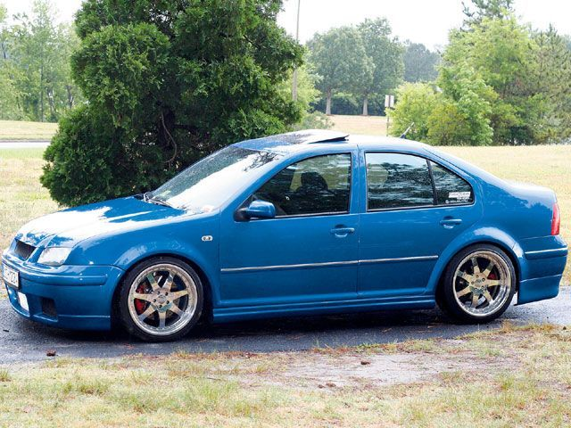 There's just something about blue...    http://image.eurotuner.com/f/8392566%2Bw750%2Bst0/eurp_0801_10_z%2Breaders_rides%2B05_vw_jetta_gli.jpg