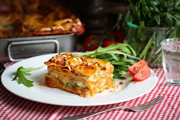 Vegane Lasagne mit Tomaten-, & Bechamelsauce sowie Zucchinischicht