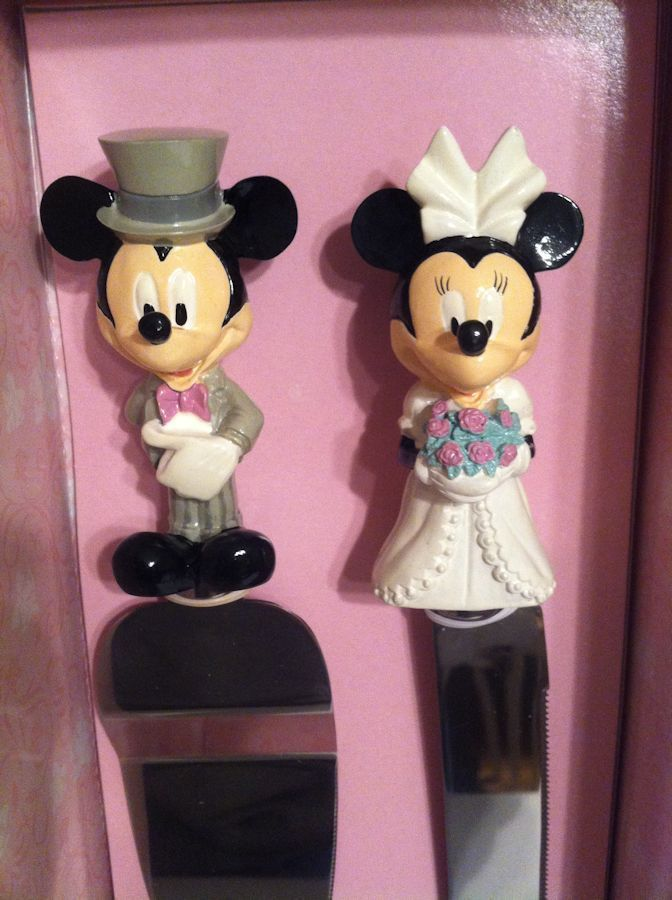5a825483b83e Walt Disney Mickey And Minnie Mouse Bride   Groom Wedding Cake Knife Server  Set