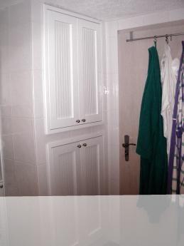 Verkleidung Von Waschmaschine Und Trockner Mit Weißen Lamellentüren  Trockner Auf Waschmaschine, Verkleidung, Badezimmer,