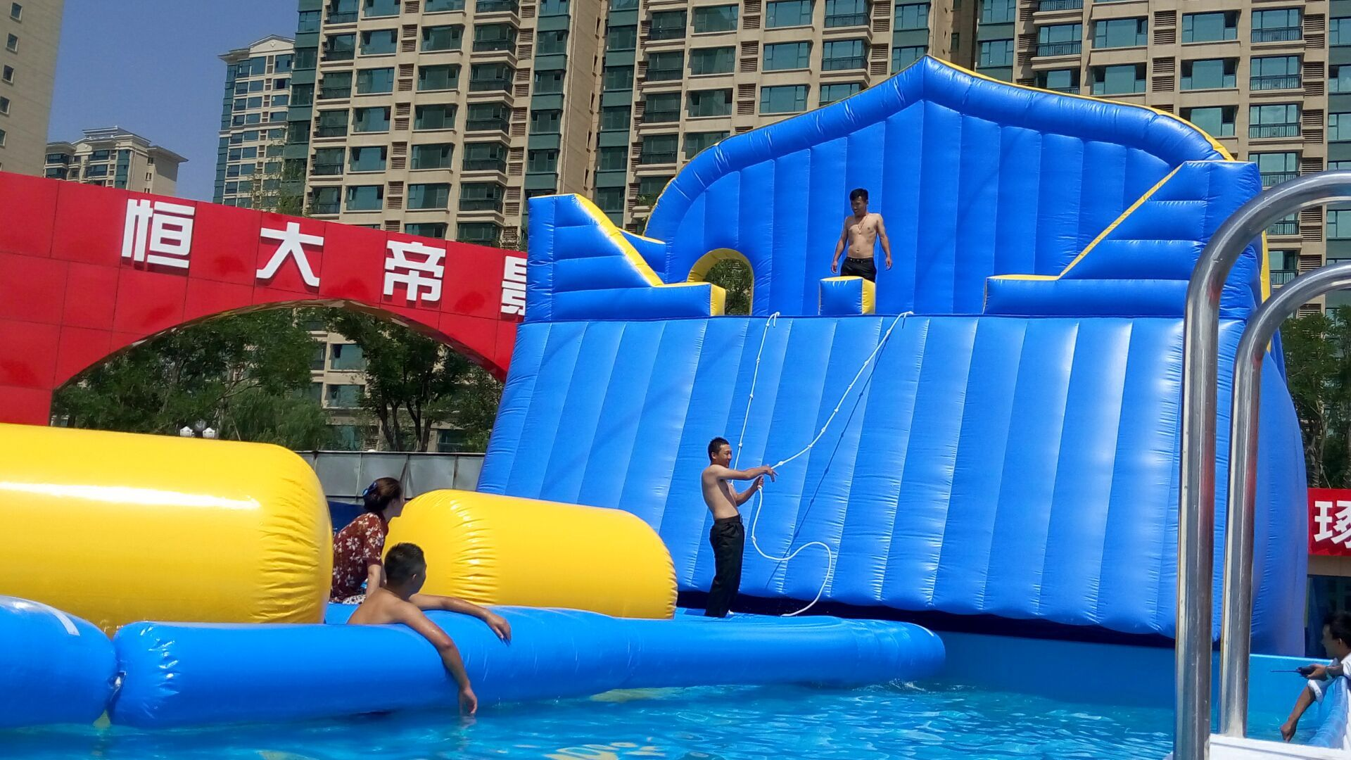 Inflatable floating waterpark waterplayground sport on