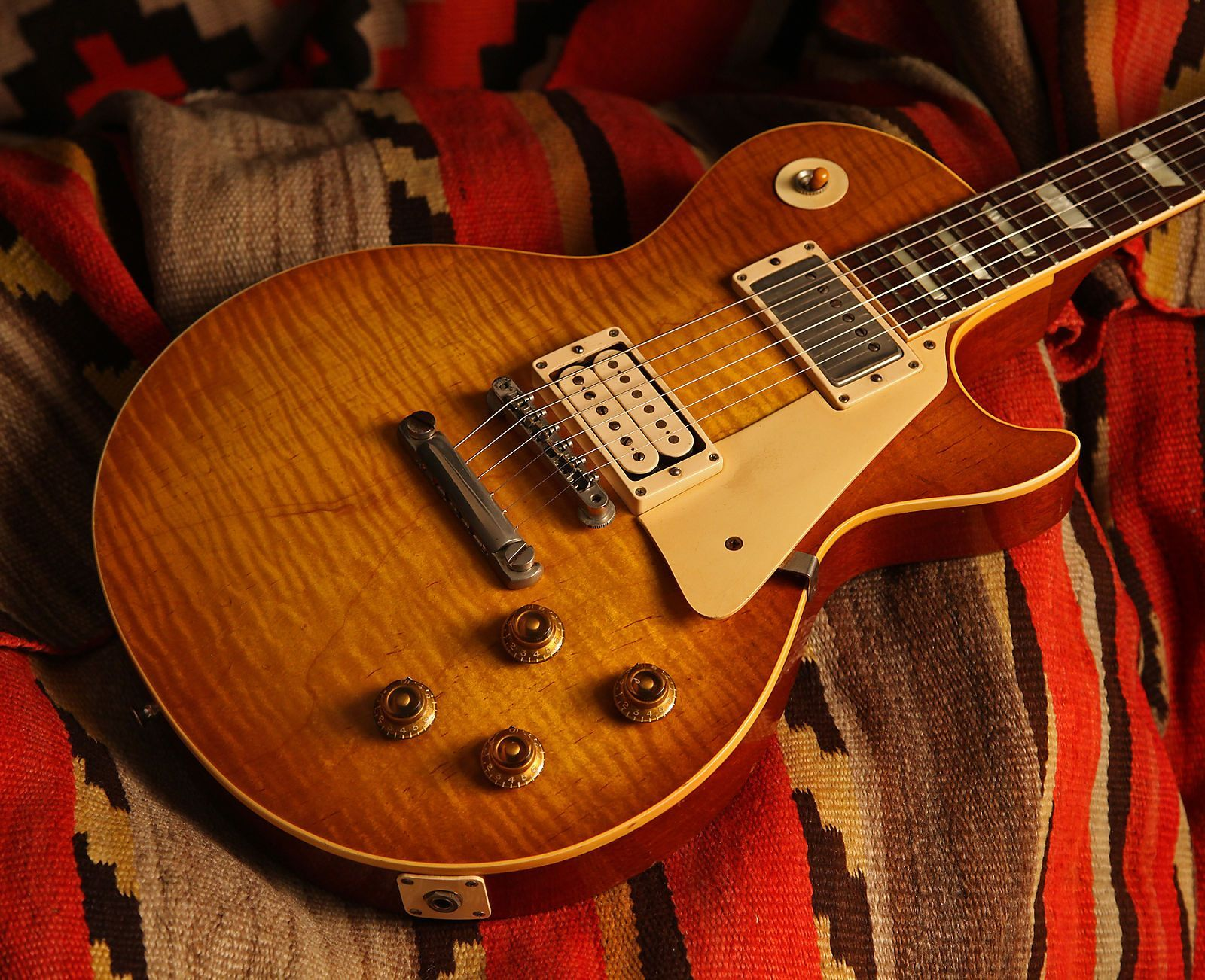 This Highly Flamed Example Is One Of The Best Les Pauls We Ve Ever Had Features Two Double White Paf Pickups Inc Gibson Les Paul Les Paul Les Paul Standard