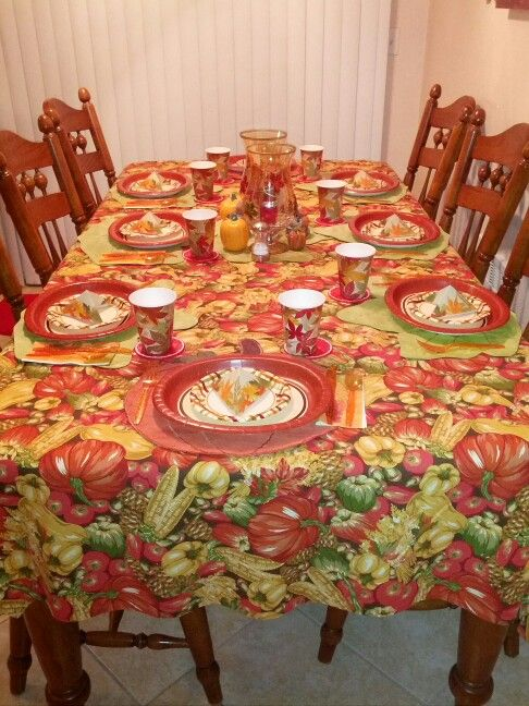 Easy inexpensive but very pretty Thanksgiving table set up with paper plates cups & Easy inexpensive but very pretty Thanksgiving table set up with ...