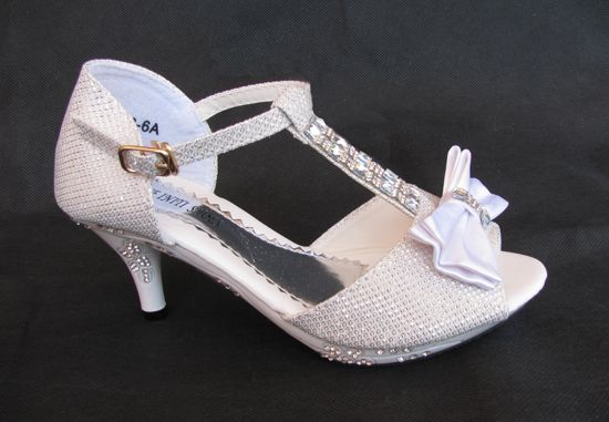a39ceb1595e ... Παπούτσια για Κορίτσια του χρήστη E-shop memoirs. Ετικέτες. Kitten  Heels · Γατάκια · Παιδικά Σανδάλια Με Τακούνια σε ΛΕΥΚΟ Με Κρυσταλλα Για  Παρανυφάκι, ...