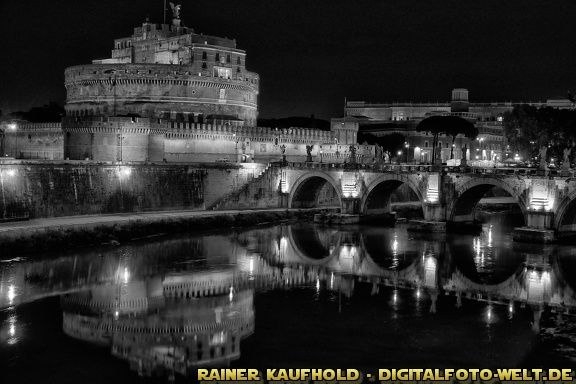 "Die Engelsburg mit Engelsbrücke (from <a href=""http://digitalfoto-welt.de/picture.php?/70/category/4"">Rainer Kaufhold - digitalfoto-welt.de - digital photo world</a>)"