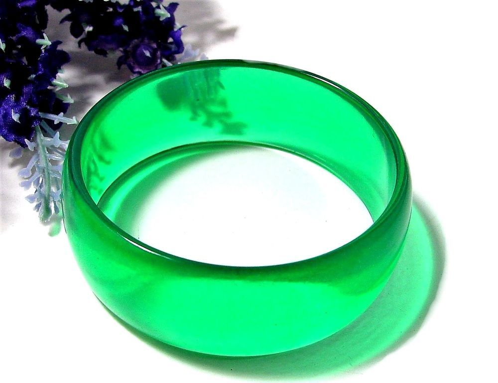 Bright Green Resin Bangle Bracelet Vintage/Retro GREAT Condition NICE!
