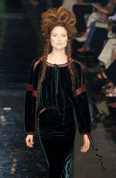 Jean Paul Gaultier at Couture Fall 2005 - Runway Photos
