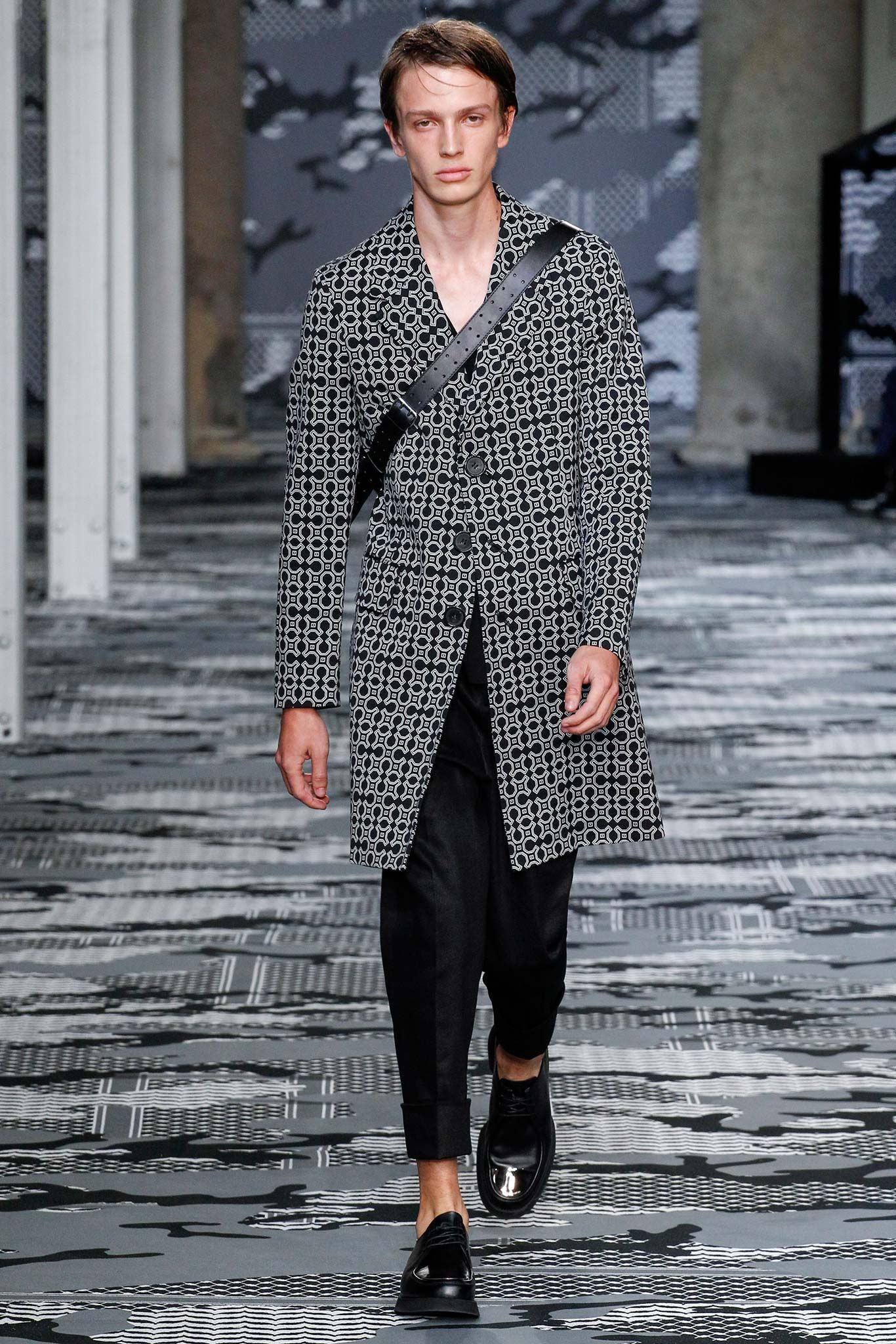 http://www.style.com/slideshows/fashion-shows/spring-2016-menswear/neil-barrett/collection/25