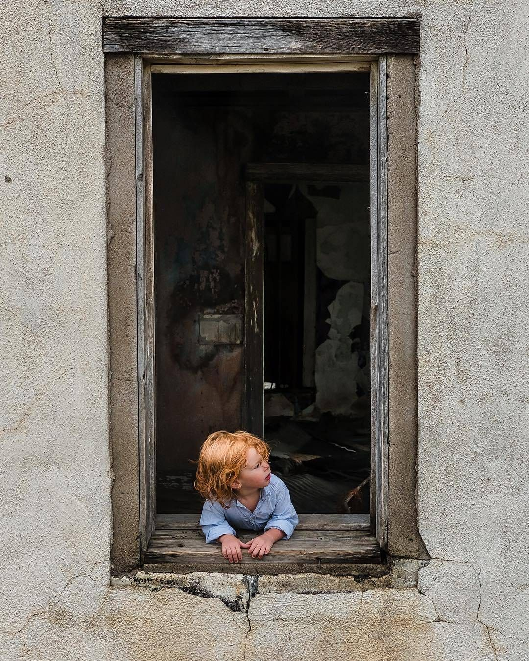 #Kentucky photographer Adrian Murray (@adriancmurray) stumbled upon this abandoned farmhouse in #Colorado en route to Idaho. Here his middle son takes a peek out the window. Follow along at @adriancmurray for more. To submit your images for consideration on our feed follow @childhoodeveryday and tag your photos #childhoodeveryday. // #documentary #documentaryphotography #familydocumentary #portrait #portraits #portraitphotography