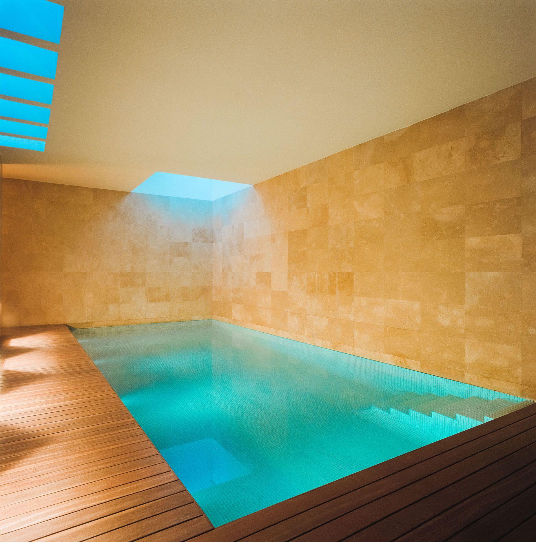 Casa con una piscina interior de dise o lo quiero en for Diseno de casas con piscina interior