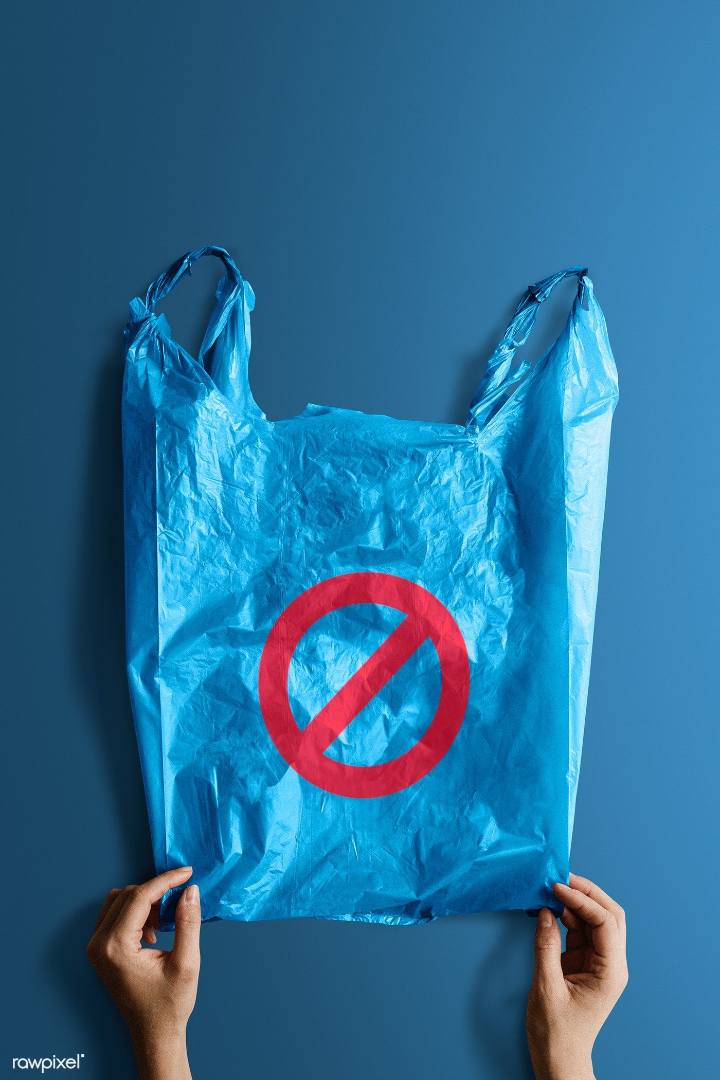 Download Download Premium Psd Of Woman Holding A Blue Plastic Bag Mockup With A Ban Bag Mockup Plastic Bag Design Mockup Free