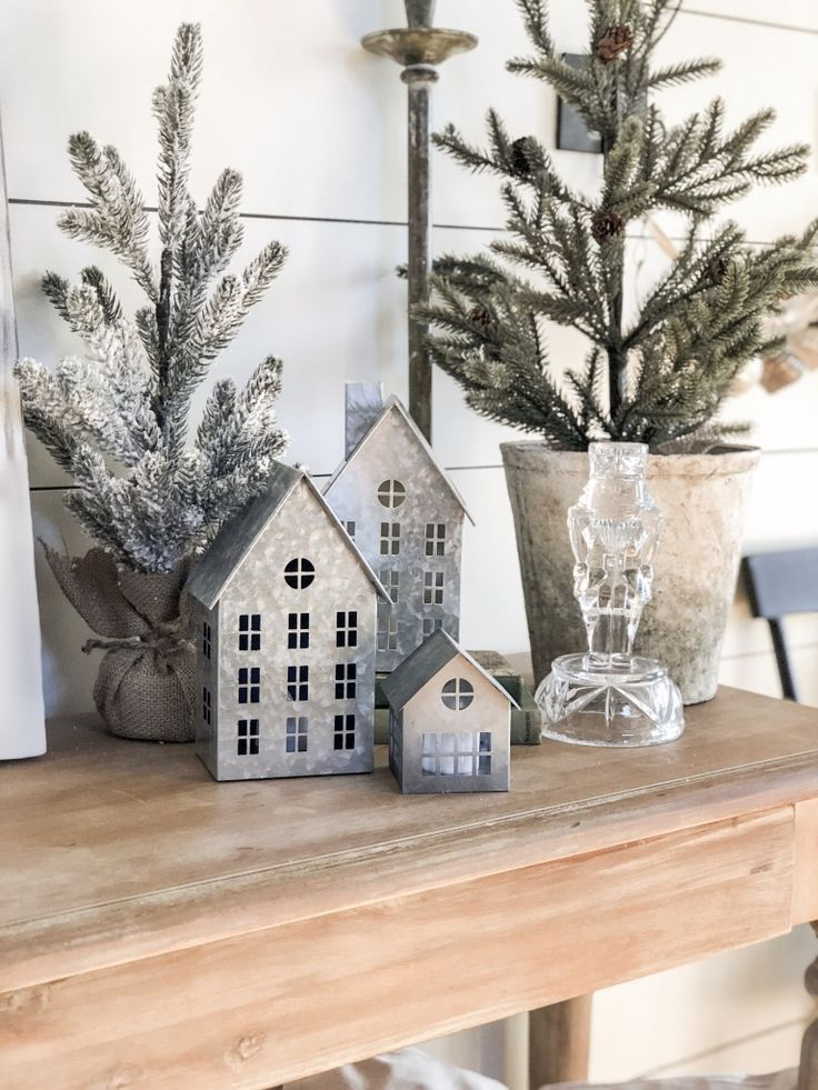 A Farmhouse Cottage Christmas Home Tour – Rain and Pine | Christmas decorations #christmasdecor #farmhousestyle #winterdecor