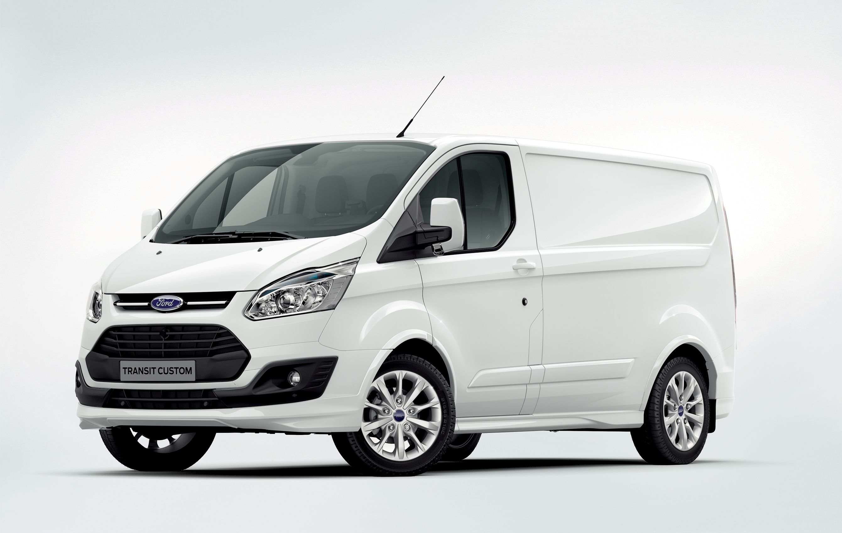 European buyers now know what to expect from the ford transit custom cargo van the work version of the van bowed at the birmingham commercial vehicle show