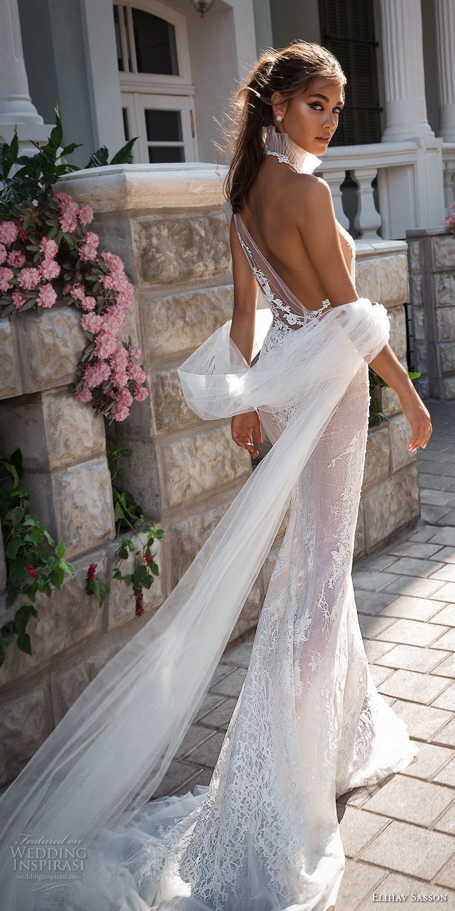 Short dress with an open back - for bold and extravagant girls