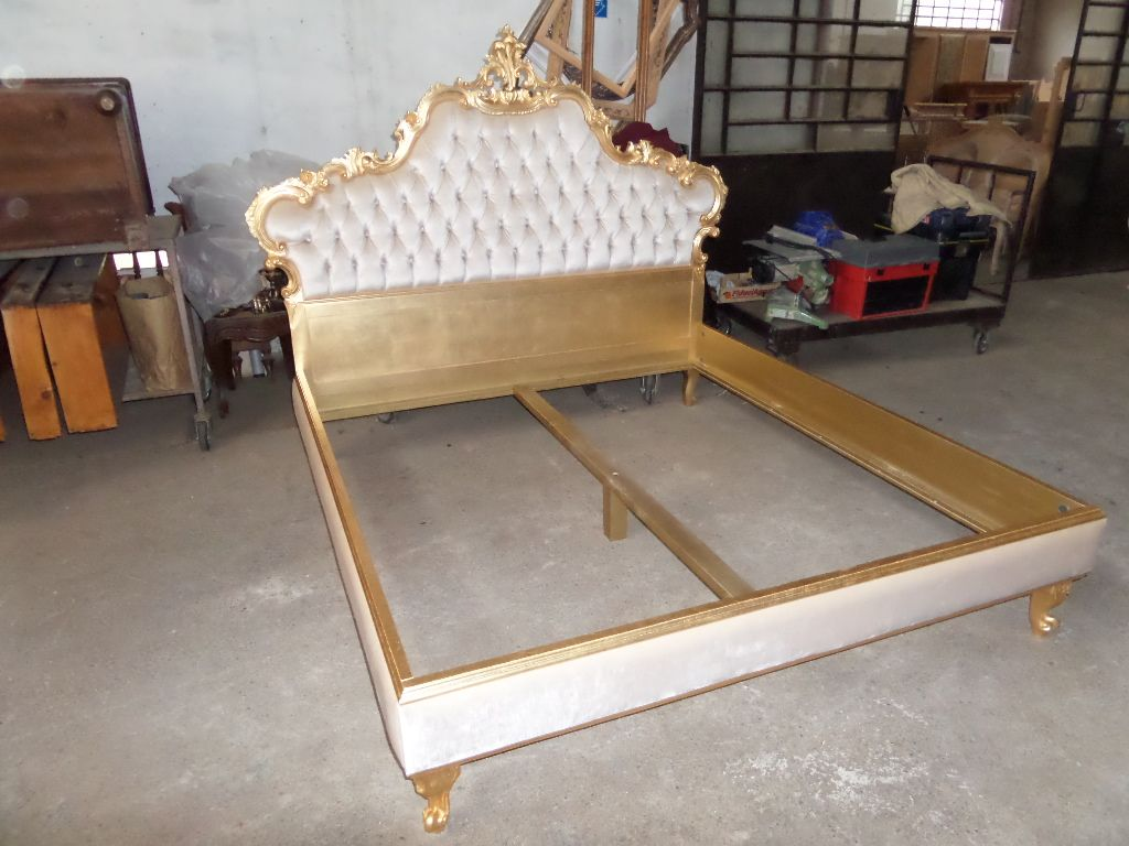 Un vero letto in stile barocco foglia oro velluto for Letto in stile california