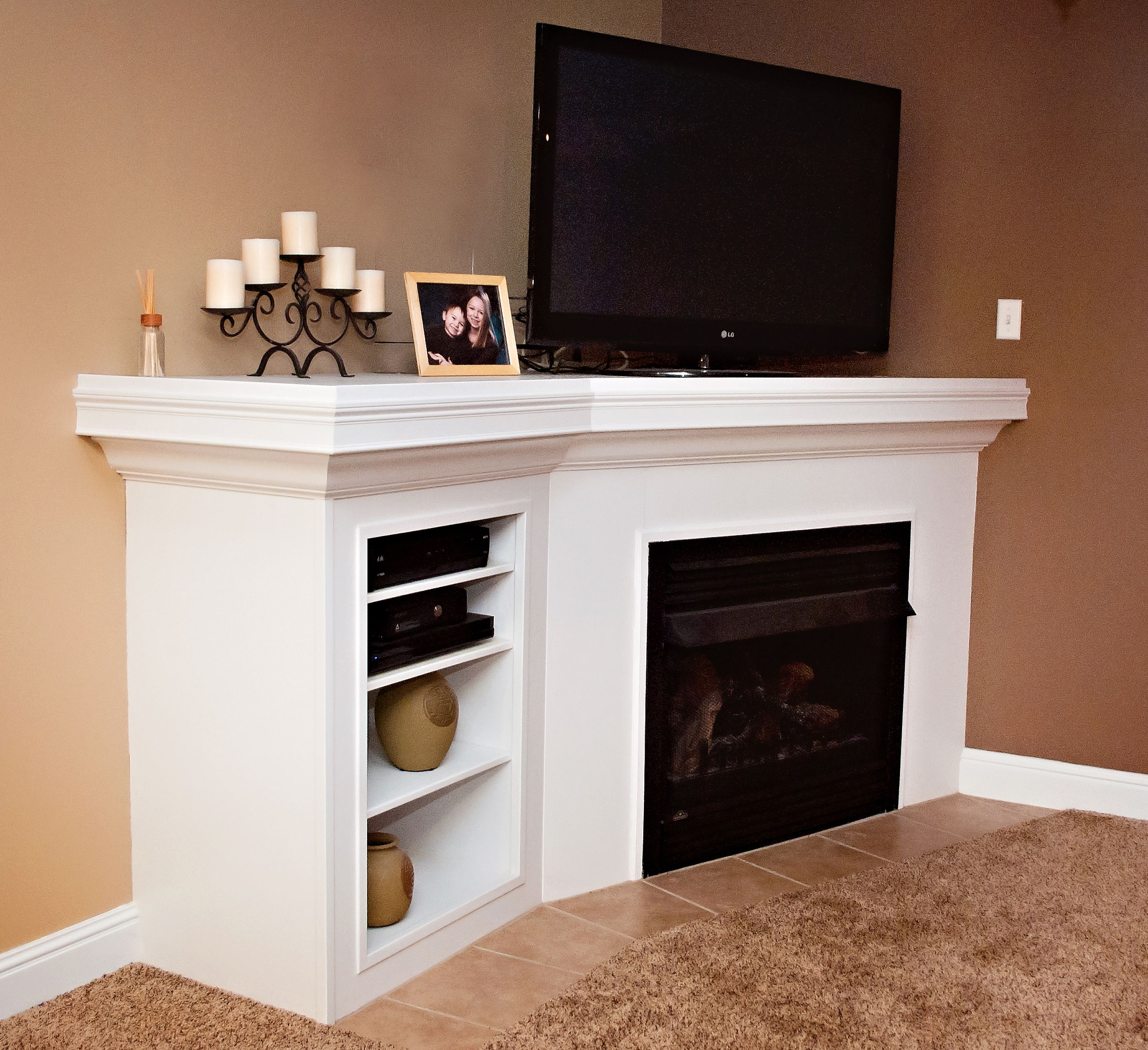 Corner gas fireplace with built ins
