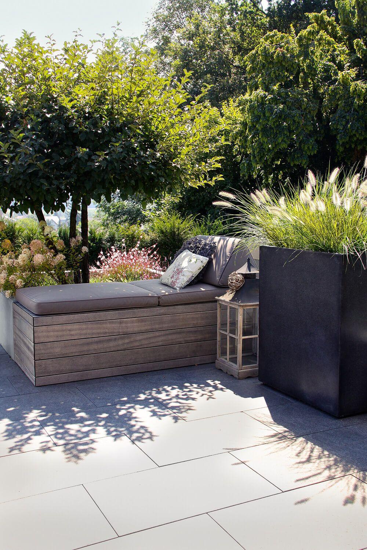 Gut Diese Wohnliche Terrassengestaltung Ist Ein Echtes Aussenwohnzimmer. Die  Modernen Brauntöne Harmonieren Perfekt Mit Der Gestaltung