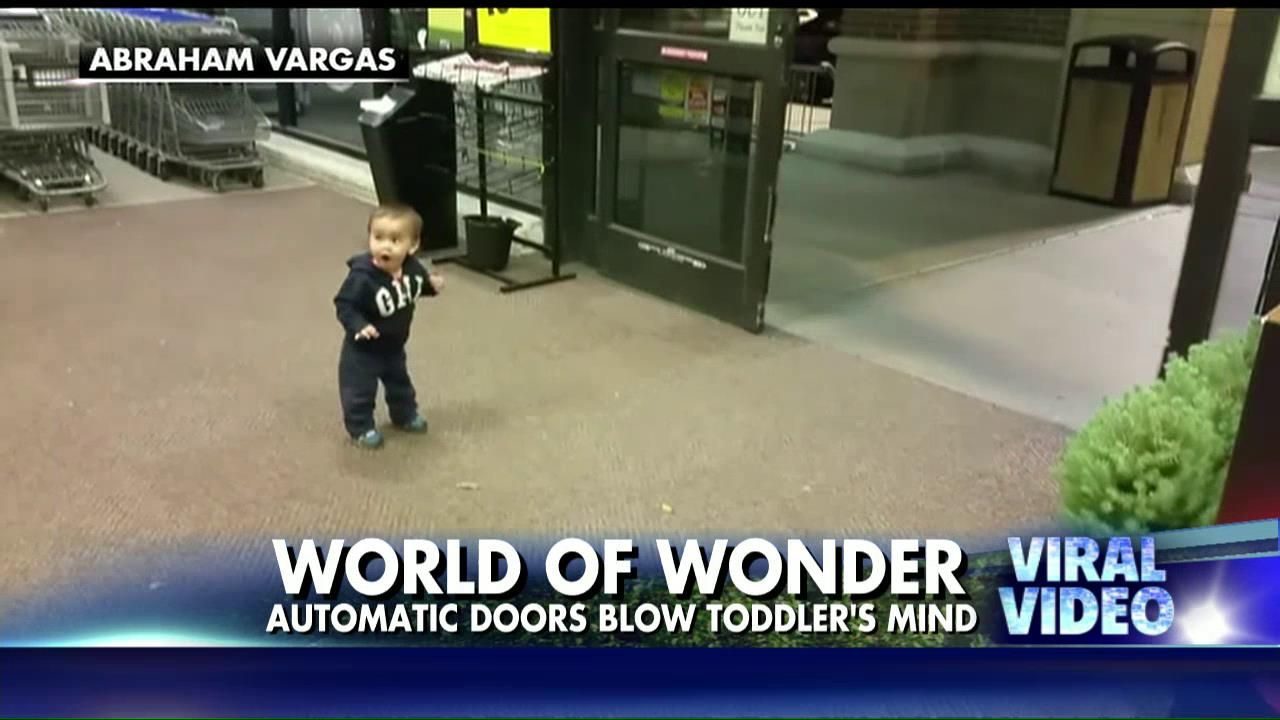 First automatic sliding doors - This Toddler Was Mesmerized By His First Look At Automatic Doors