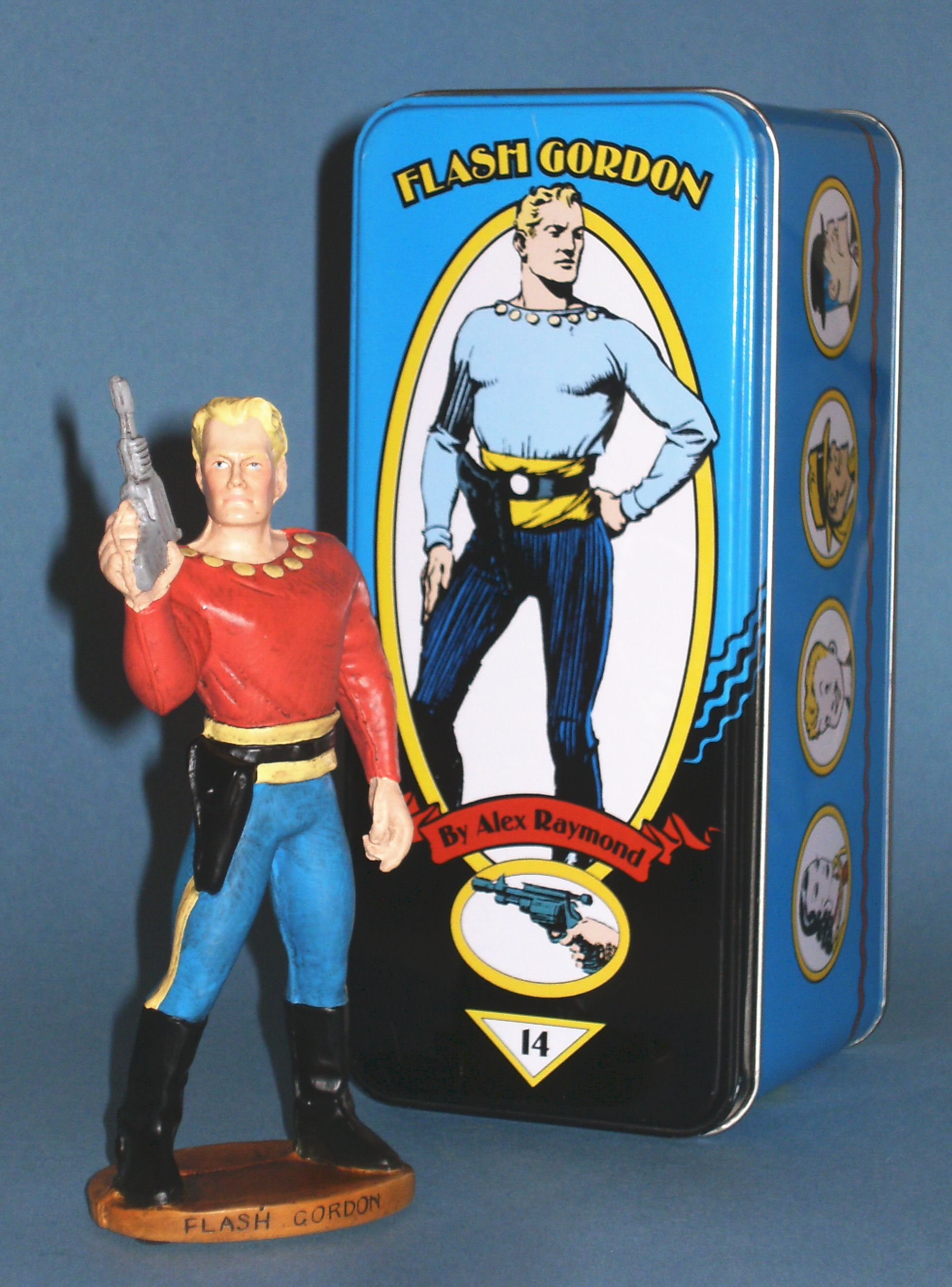 I wish I'd payed more attention to this series of figurines from Dark Horse. Such a fine assortment of comic book characters from various genres, such as Flash Gordon, The Phantom, The Rocketeer, Hellboy, Grendel, Conan and many more. http://beachbumcomics.blogspot.com/