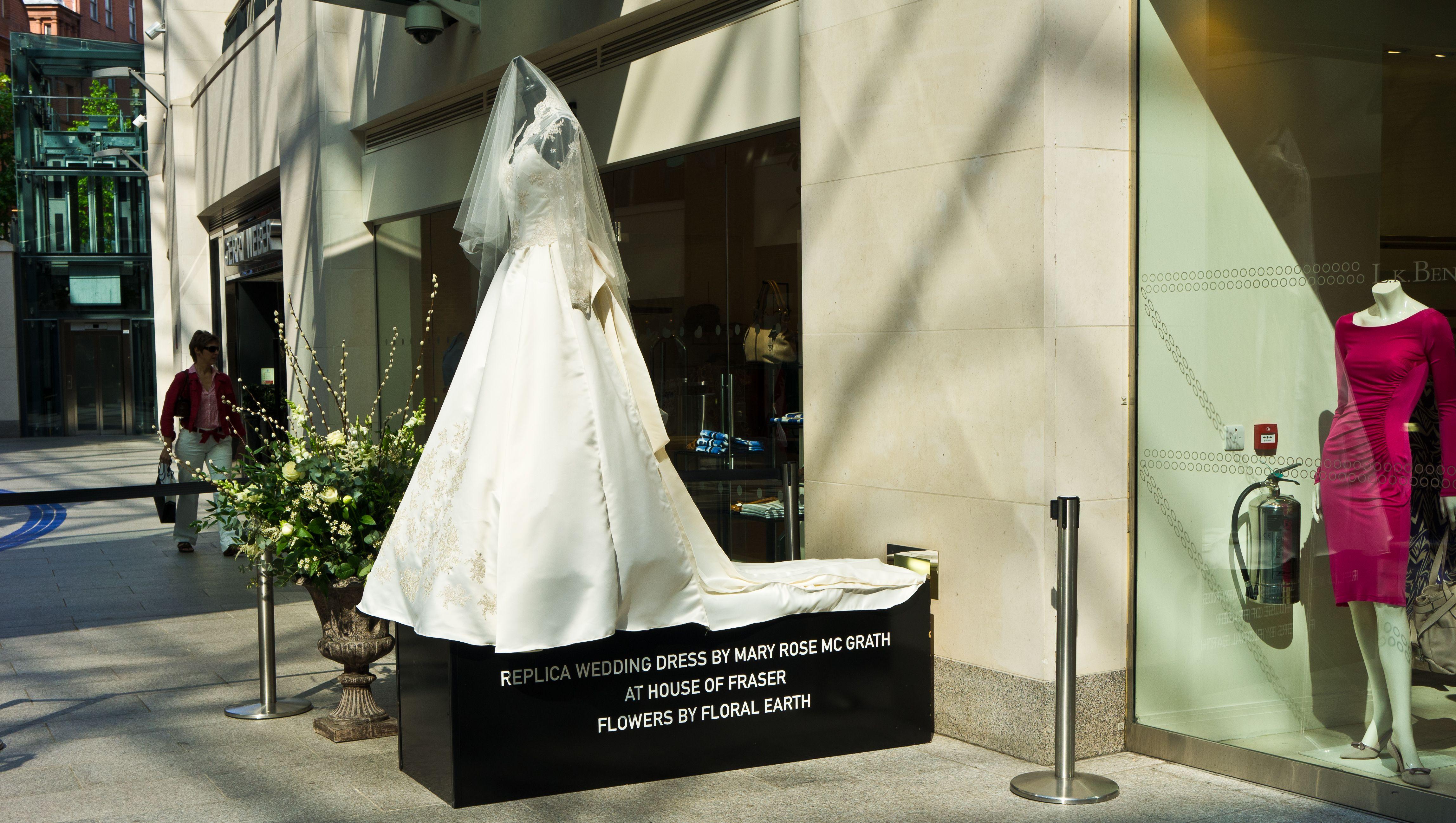 Wedding dress of Kate Middleton - Wikipedia, the free encyclopedia ...