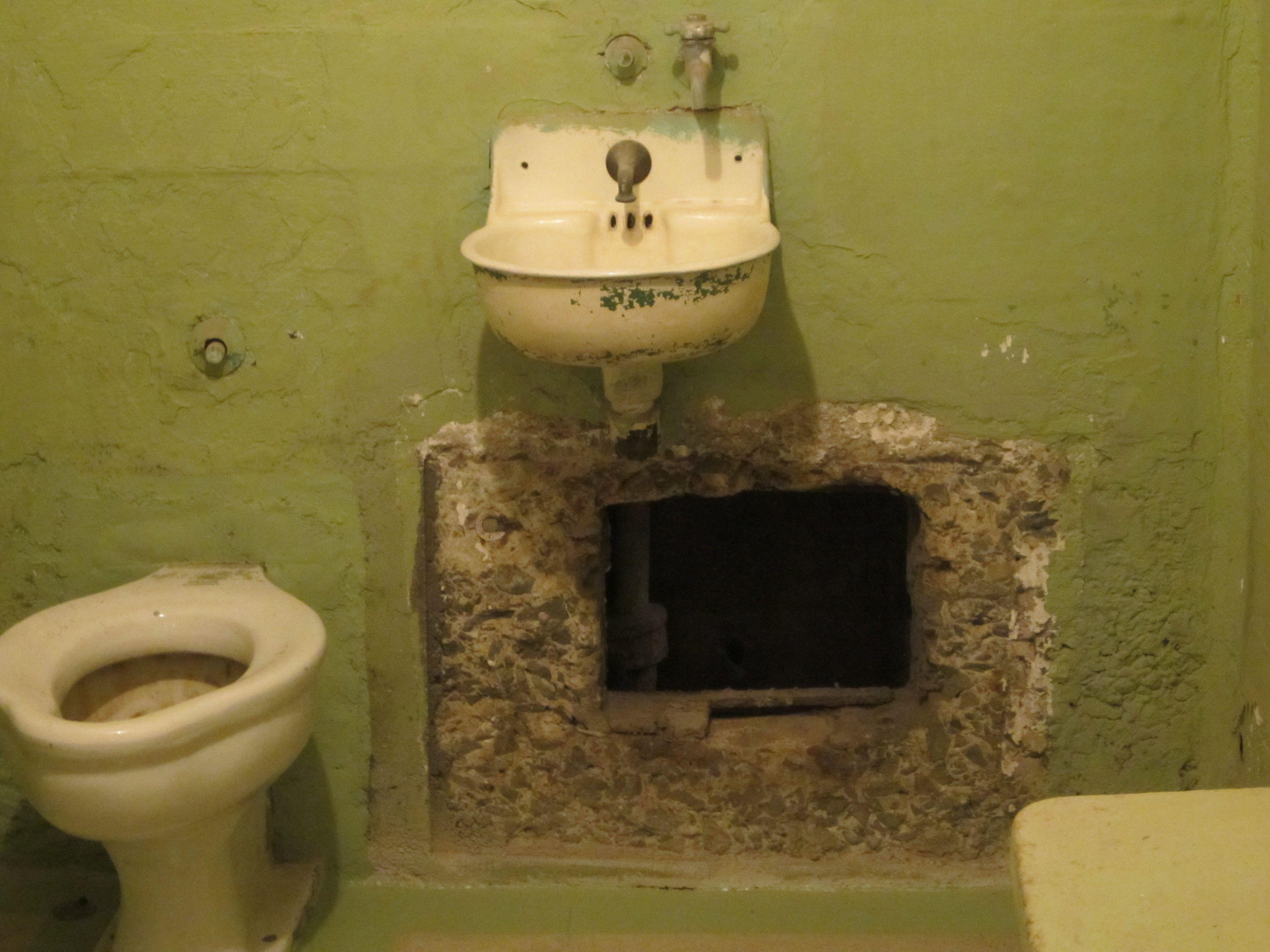 Inside Alcatraz The Hole 1962 Alcatraz escape  ...