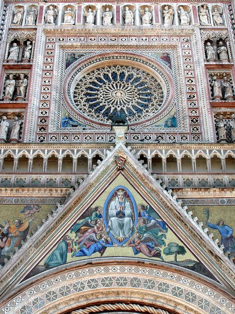 Lorenzo Maitini, Orvieto Cathedral. Italy. Facade designed by Maitini, note the symmetry. The cathedral was erected 1290-1330.